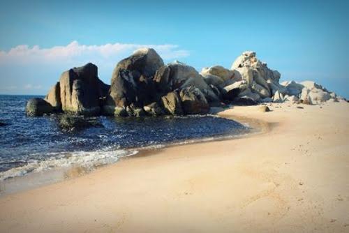 Vẻ đẹp bãi biển Đá Nhảy