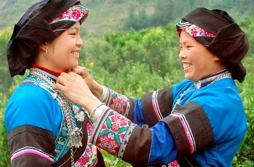 Trang phục người Phù Lá- nét đẹp độc đáo
