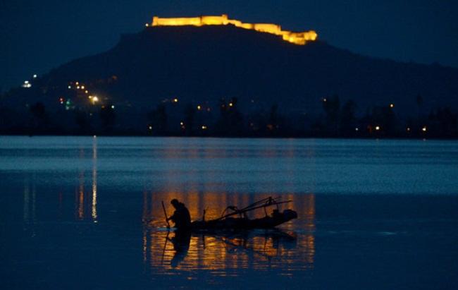 Trải nghiệm đánh bắt cá ban đêm