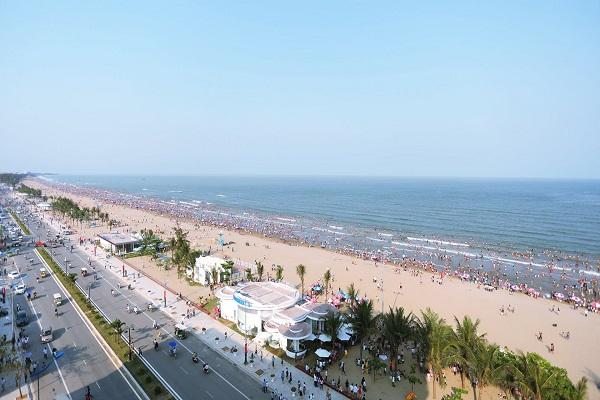 Bãi biển Sầm Sơn - điểm hút khách đầu tiên